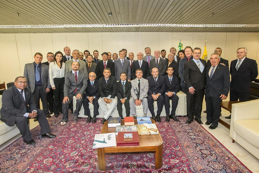 FENATA entrega ao vice-Presidente da República, Projeto de Lei de Criação do Conselho Uniprofissional dos Técnicos Agrícolas.