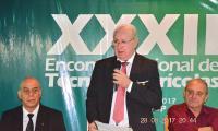 Abrindo o XXXII Encontro Nacional de Técnicos Agrícolas o Presidente da FENATA.